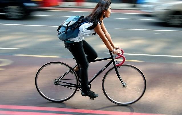 велосипед в мегаполисе