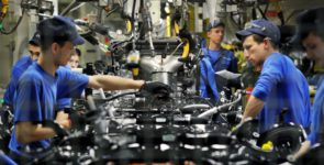 Toyota не уволит своих сотрудников в России