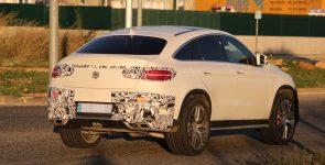 Главный соперник BMW X6 M заснят без камуфляжа